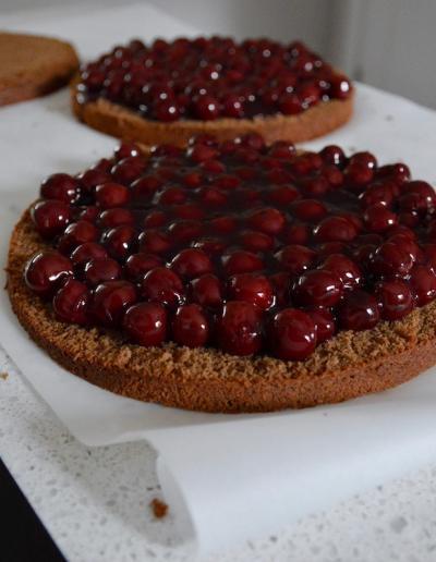 Schwarzwälder Kirschtorte layers with cherries by dirndl kitchen
